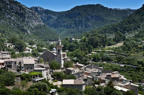'view of village - valldemossa' - Majorque